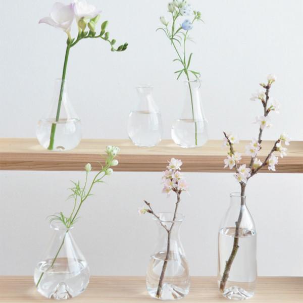 サコウユウコ 春の草花を飾る花器